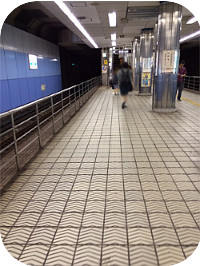 地下鉄四つ橋線四ツ橋駅で下車